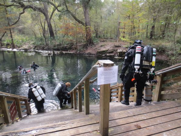 Cave divers, Wes Skiles Peacock Springs State Park, Rosemary E Lunn, Roz Lunn, The Underwater Marketing Company, safe diving practices, Florida cave diving