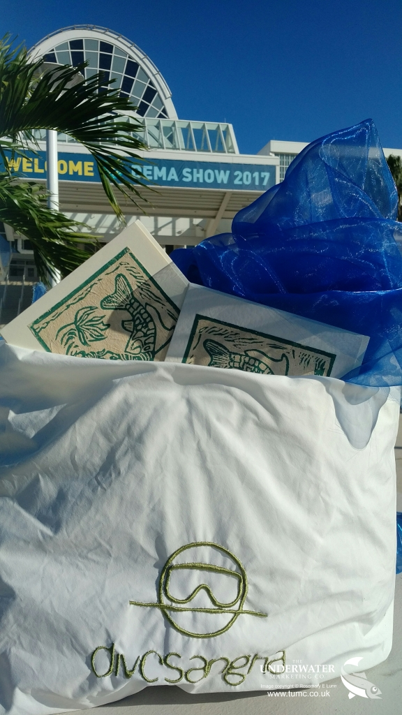 Divesangha, reusable bag, one-time-use plastic bag, Rosemary E Lunn, Roz Lunn, The Underwater Marketing Company, recycle, reuse, presents for scuba divers, DEMA Show 2017